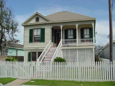 5807 Ave S-1/2, Galveston